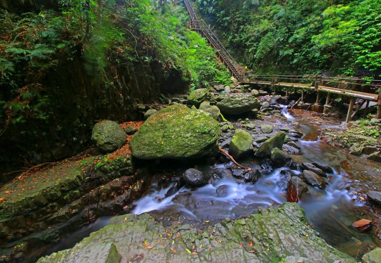 林美石磐瀑布步道
