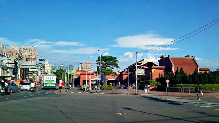 距離淡水捷運站僅步行7-8分鐘