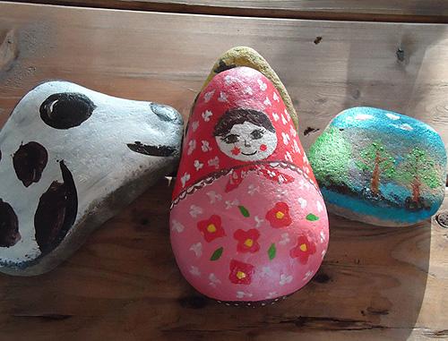 素烧彩绘(200元) 素陶有种种造型可爱的动物,有猫咪,青蛙,松鼠,兔子