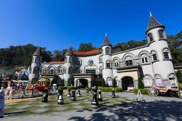 外观建筑是梦幻的欧式城堡