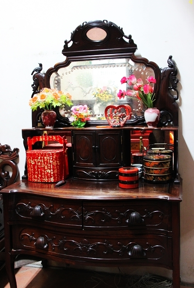 Chinese-styled dressing table as a wedding gift