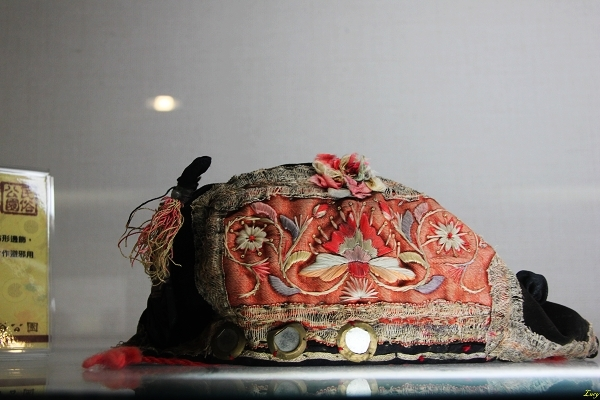 Hat for men winning the first place in national examination